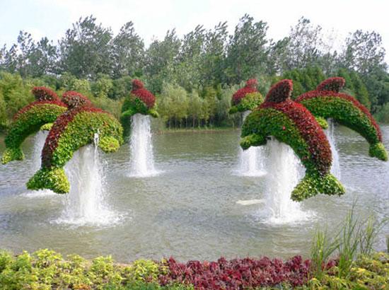 运用植物打造田园景观小品,有两种常见的方式:一种是植物雕塑,或者